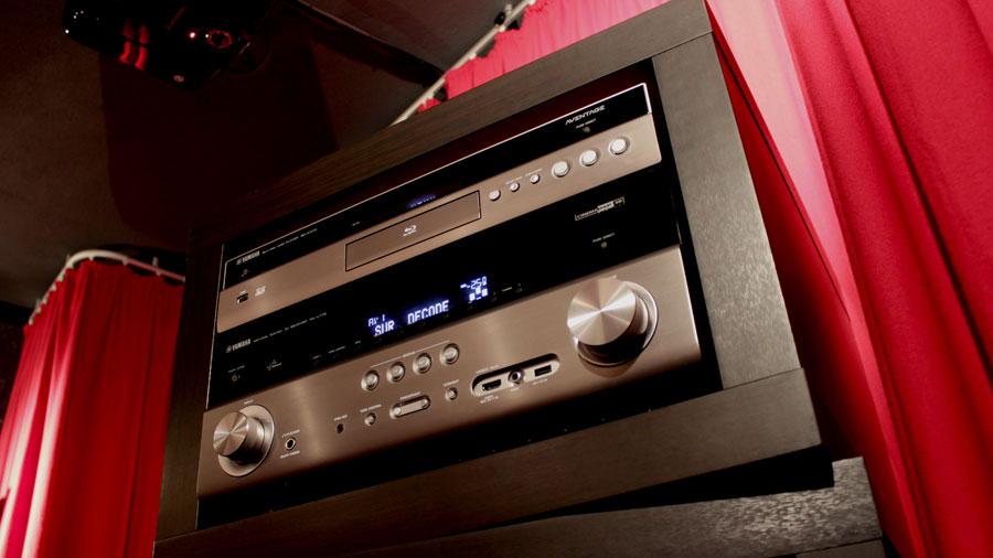 Yamaha RX-V775 Ansicht von rechts unten