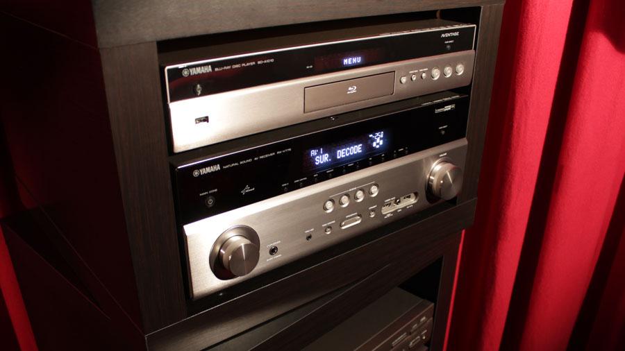 Yamaha RX-V775 und BD-A1010: beide lassen sich per Netzwerk steuern