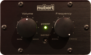 Lautstärke- und Frequenzregler an einem Subwoofer
