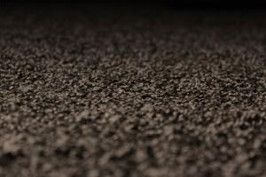 Nahaufnahme eines schwarzen Teppichbodens.