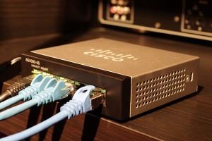 Grundvoraussetzung für die Netzwerk-Steuerung: der Anschluss per Netzwerkkabel oder WLAN
