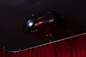 Projektor an der Decke