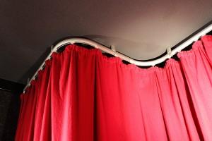 Vorhangschienen mit Bögen