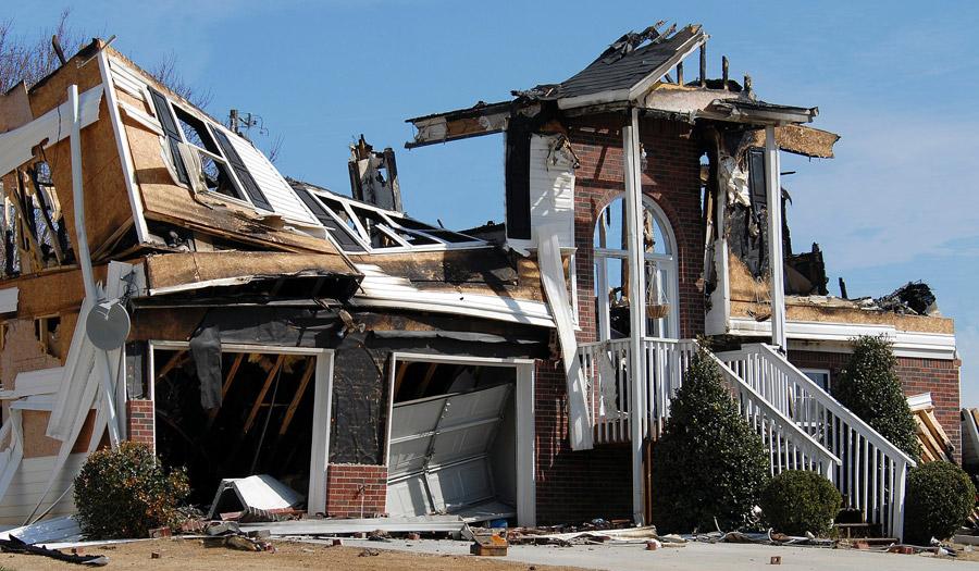 Völlig zerstörtes Haus – eine Versicherung wäre hier ganz praktisch