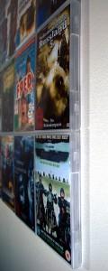 Seitenansicht der CD-Wall: Alle Hüllen hängen eng an der Wand
