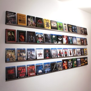 Ein selbst gebautes Blu-ray-Wandregal