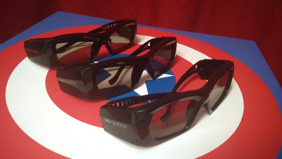 3D-Brillen auf einem Untergrund, der wie Captain America's Schild aussieht.