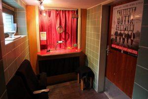 Besonderes Detail: die Kinokasse im Vorraum