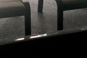 Absturzschutz für Fußhocker durch ein umgekehrtes Kantenprofil