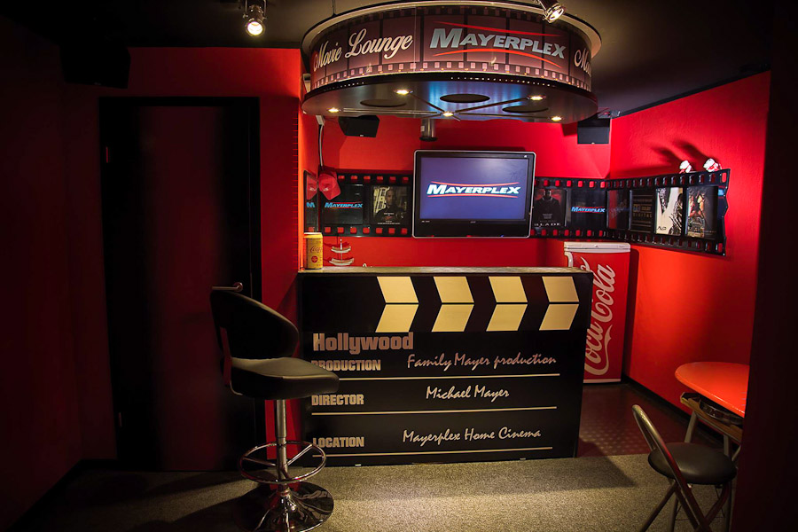 Die Movie Lounge mit Bar