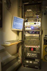 Ein Technikraum mit Vorschaumonitor