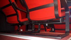 Bass Shaker unter den Sitzen