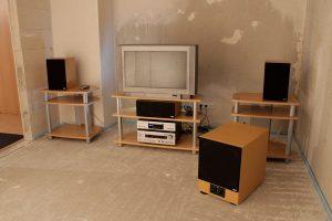 Testaufbau der Lautsprecher im leeren Raum