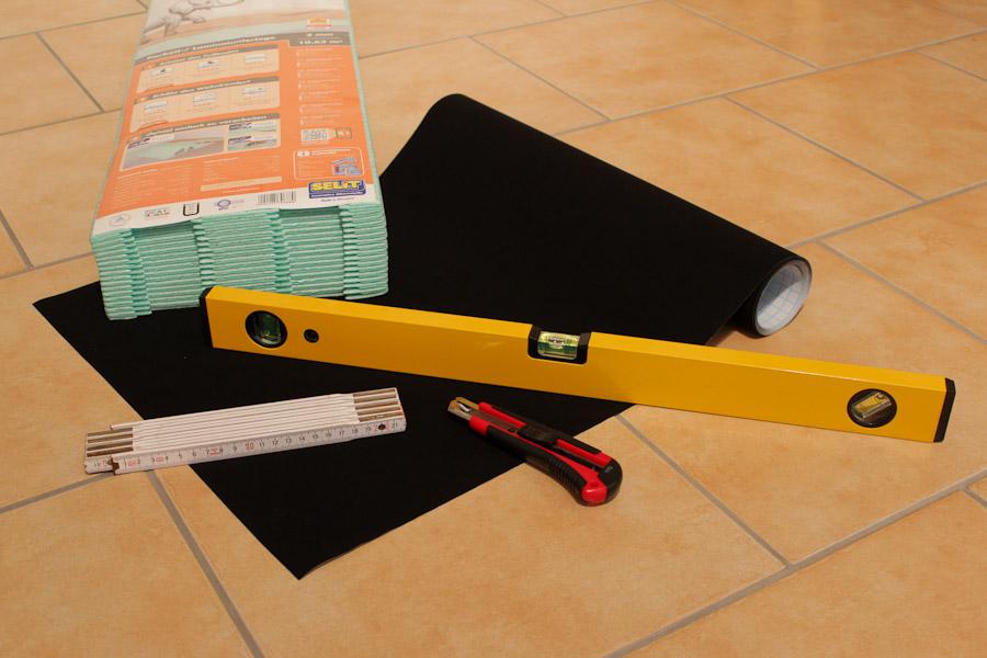 Benötigtes Material und Werkzeug für die Maskierung: Laminatunterlage und Velour-Folie