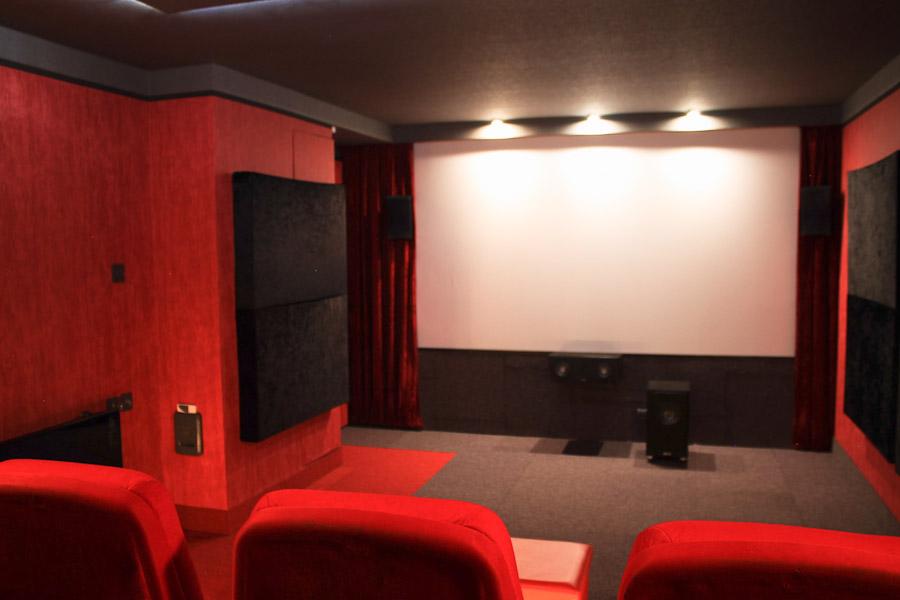 Blick auf die Front des Time-Out Cinema
