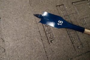 Runde Ecken werden mit einem Flachfräsbohrer in entsprechendem Durchmesser herausgefräst.
