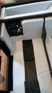 Das Innere einer Hushbox mit Basotect-Schaumstoff ausgekleidet.
