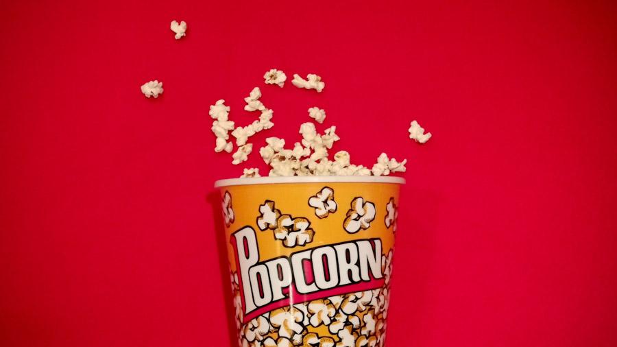 Ein Eimer Popcorn.
